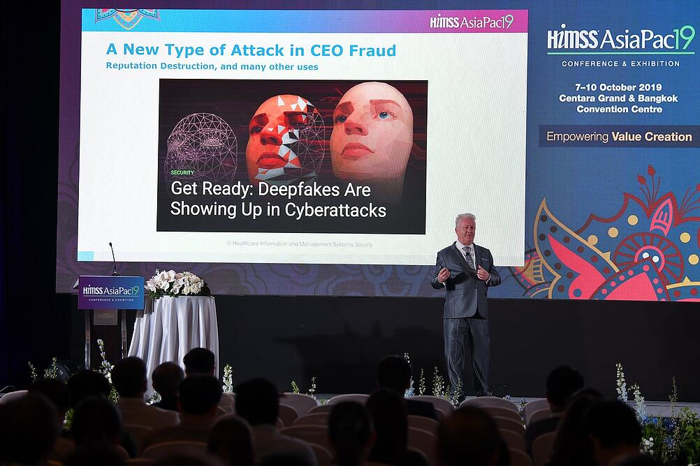 Cylera's Chief Security Strategist, Richard Staynings, presents to the HIMSS AsiaPac19 Conference in Bangkok